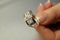 Серебряное кольцо с белыми фианитами и золотом