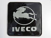 Антискользящий силиконовый коврик на торпедо с логотипом Iveco