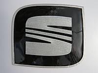 Антискользящий силиконовый коврик на торпедо с логотипом Seat