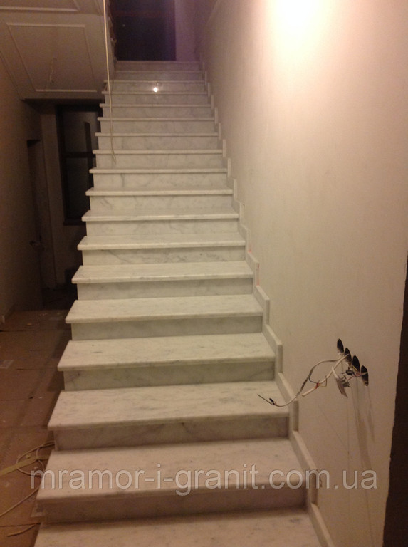 Мраморные ступени. Белый мрамор 1