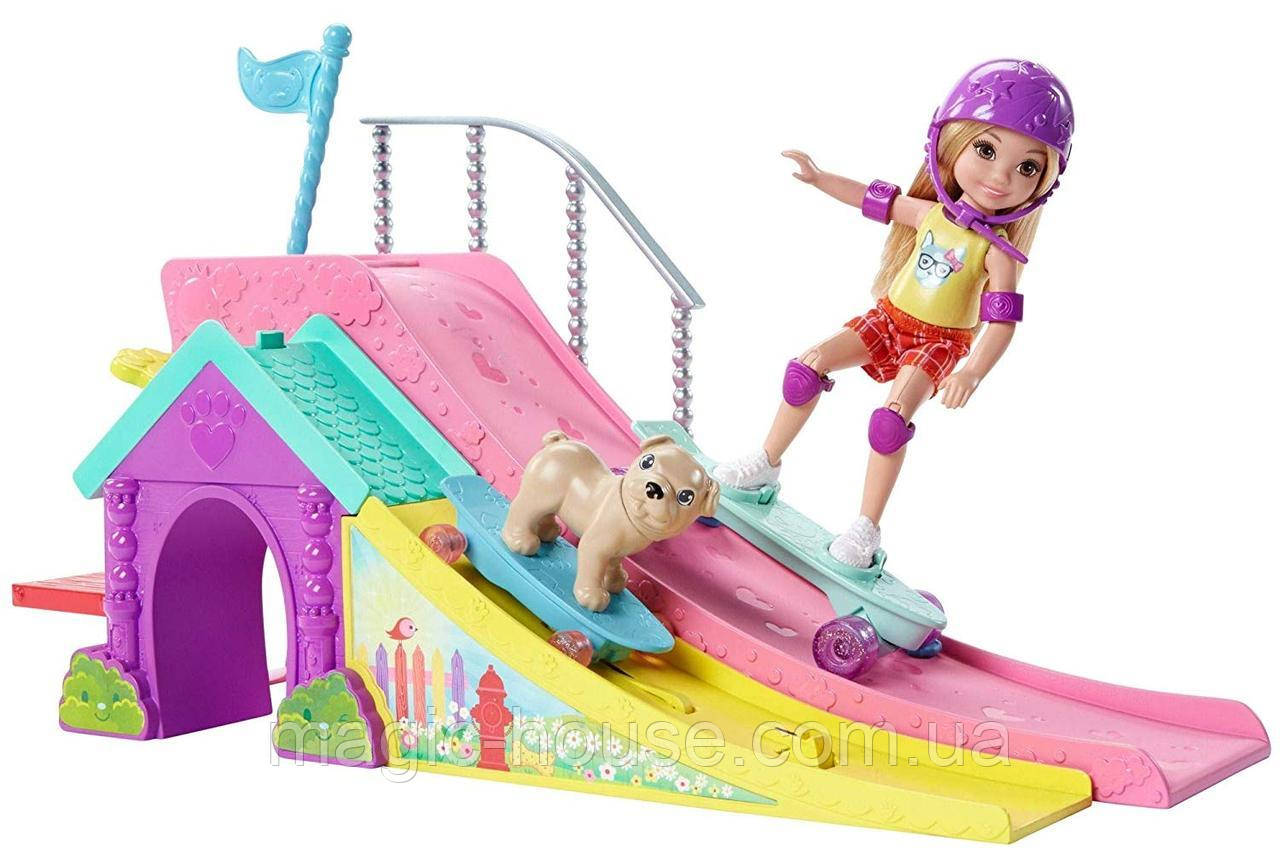 Набор Barbie кукла Челси и собачка в скейт-парке