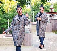 """Элегантное женское пальто демисезон в больших размерах 495-1 """"Букле Абстракция Овер Миди"""""""