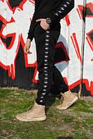 Спортивные Зимние штаны с черным лампасом Adidas.Для повседневной носки
