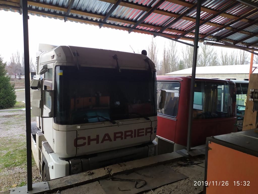 Производство и замена лобового стекла триплекс на грузовике Renault Magnum AE в Никополе (Украина).