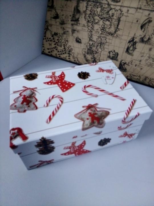 Новогодняя подарочная коробочка с рисунком 25 см