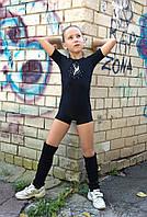 Купальник для гимнастики и танцев с коротким рукавом чёрный с апликцией 34/140