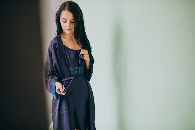 Синий шелковый комплект: ночная сорочка и халат