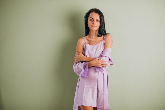 Шелковый комплект: ночная сорочка и халат сирень