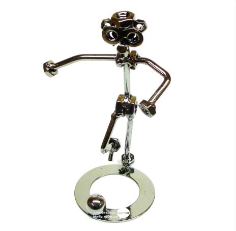 статуэтка футболиста из металла