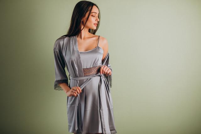 Серый шелковый комплект (ночная сорочка и халат)