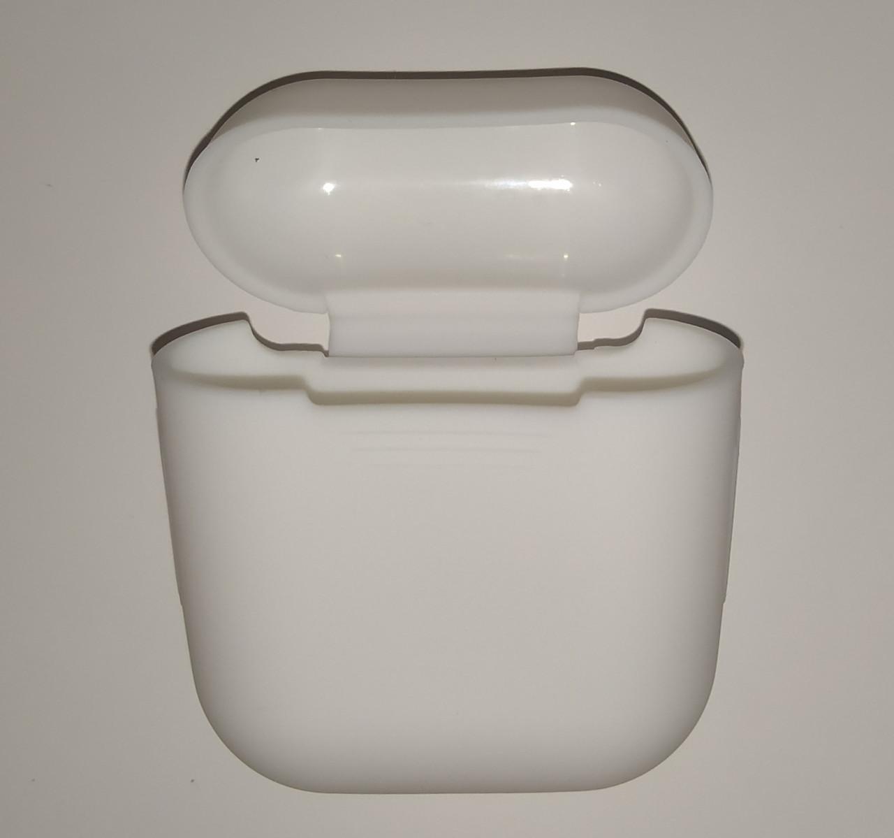 Чехол на AirPods белый, силиконовый