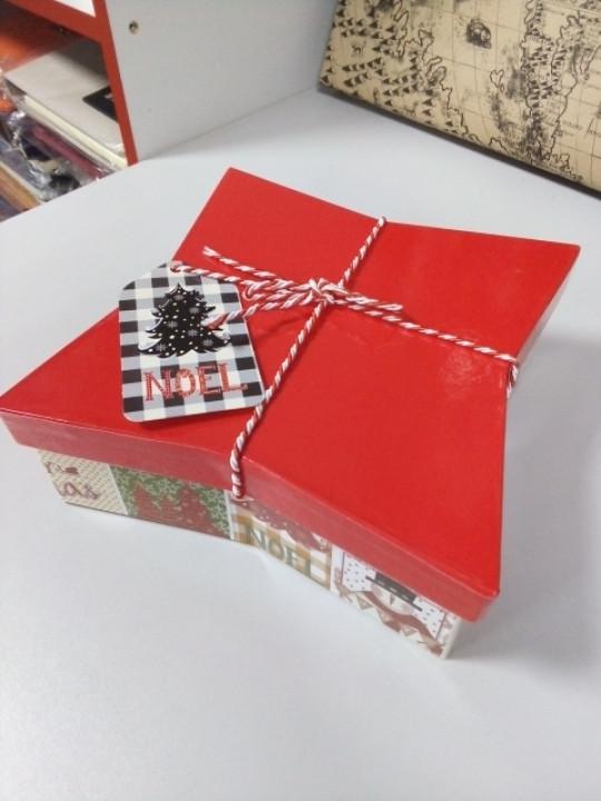Коробочка  новогодняя подарочная в форме звезды 18 см