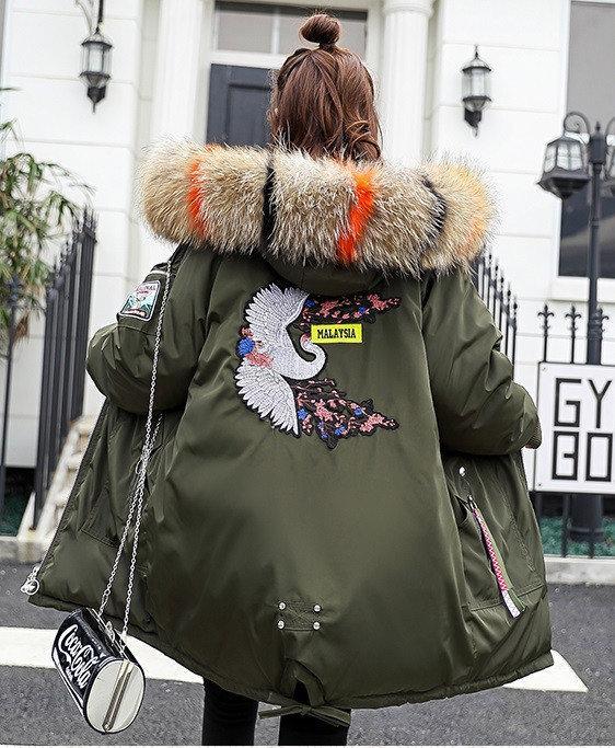 Молодёжная стильная зимняя куртка парка с манжетом капюшон с цветным мехом