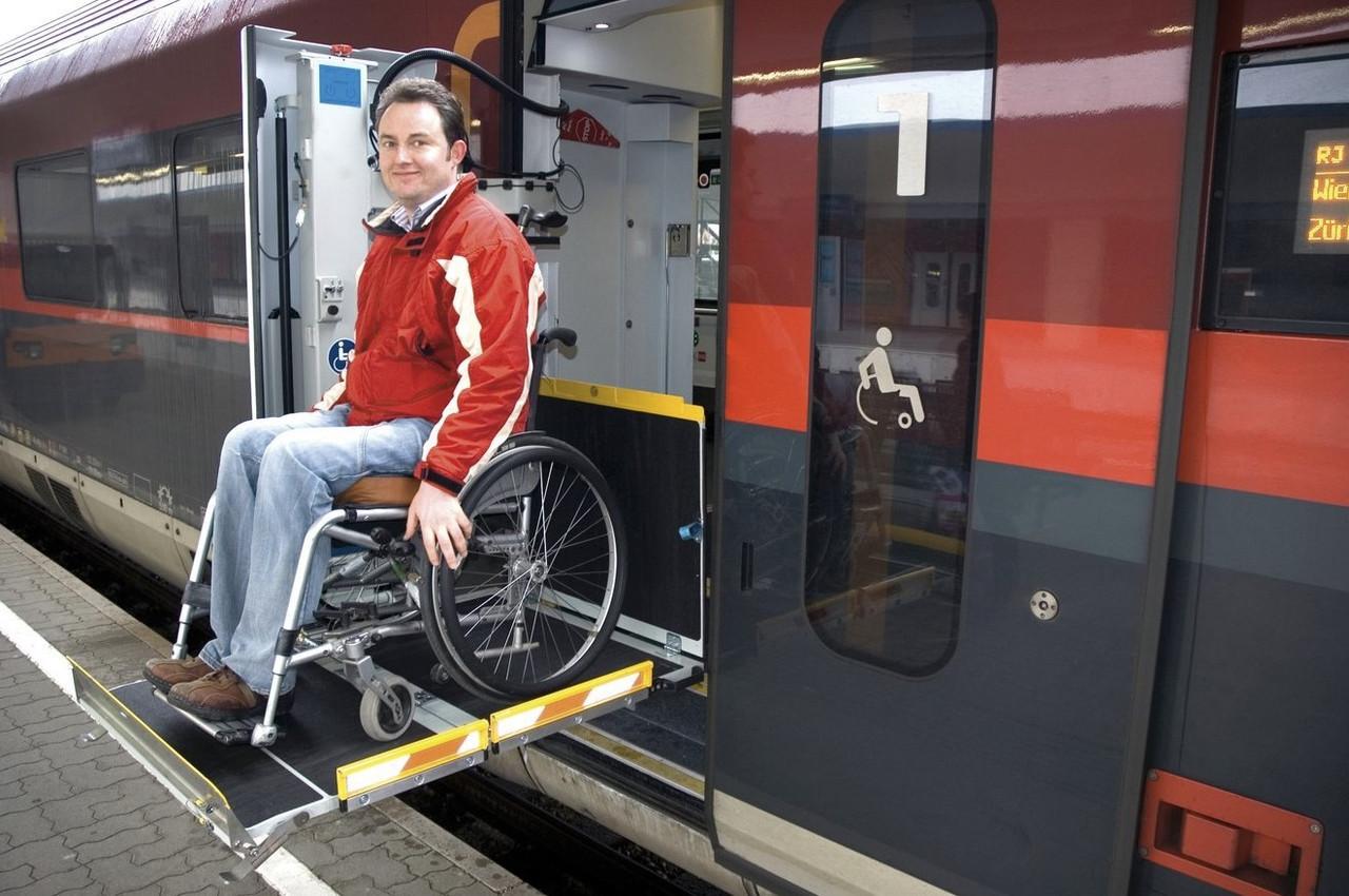 Пассажирский подъемник для поездов  Palfinger MBB Trainlift TR 800