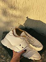Кроссовки  белые из натуральной кожи.
