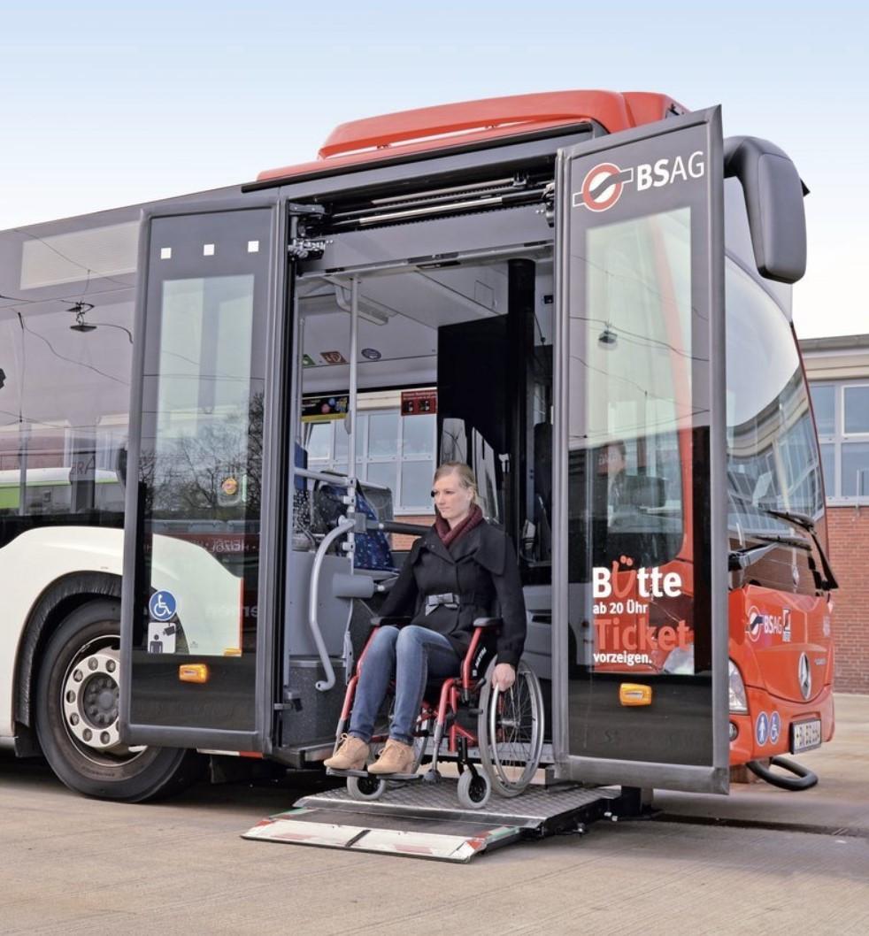 Пассажирский подъемник  для людей с ограниченными возможностями Palfinger MBB Medilift SB 300