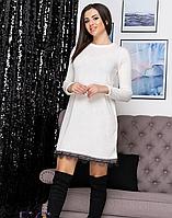 Женское платье свободного, теплое под горло в цветах