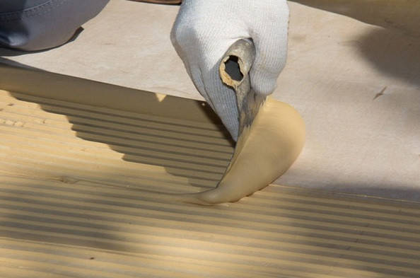 3)Массив  крепиться с использованием клеевых составов