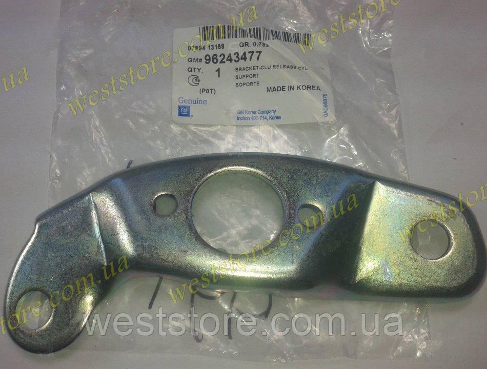 Кронштейн крепления цилиндра сцепления рабочего Daewoo Lanos, 96243477, GM