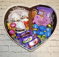 _ Вкусный подарок для девушки с киндер-сюрпризами и конфетами милка