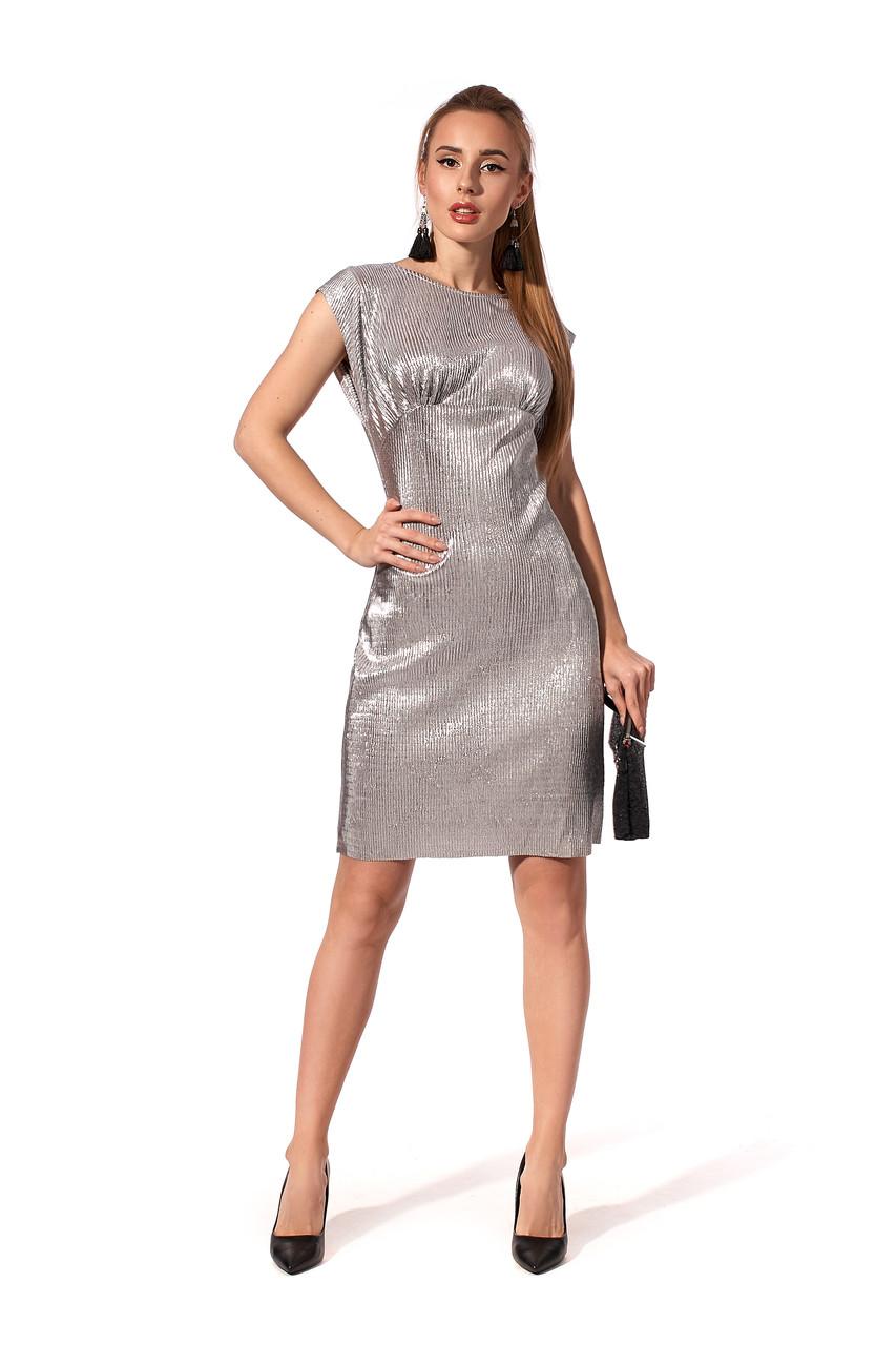 Праздничное платье полуприлегающего силуэта.Разные цвета