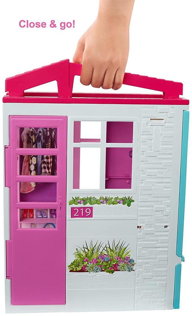 Переносной домик с куклой Barbie