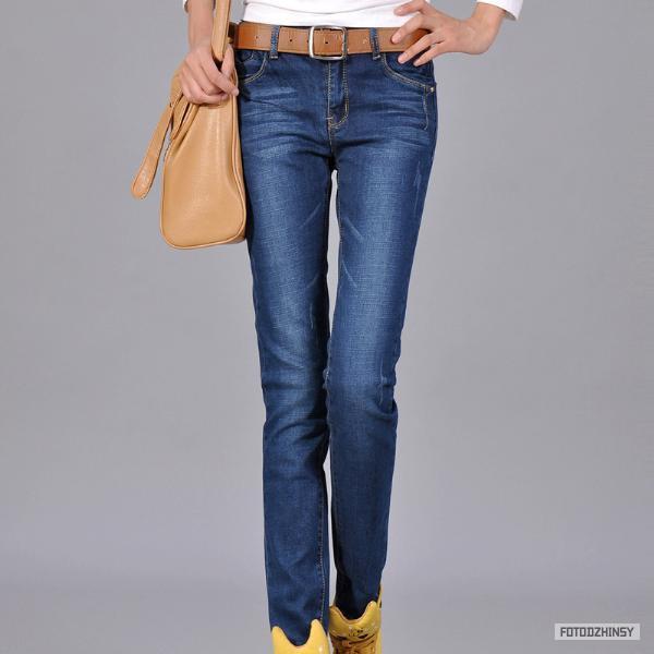 молодежные модные джинсы