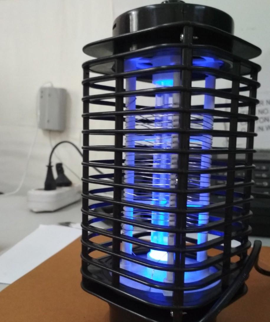 Лампа пастка для комах