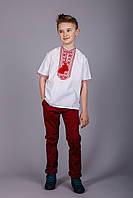 Вышитая рубашка на мальчика с красным орнаментом и короткий рукавом