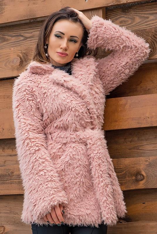 Оригинальный женский полушубок  из искусственной ламы нежно розового  цвета с 42 по 60 размер