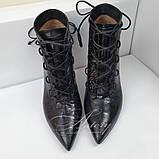 Жіночі чорні ботильйони на шнурівці зі шкіри з тисненням крокодил, фото 3