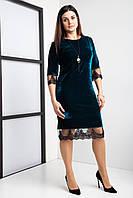 Бархатное женское платье изумрудного цвета