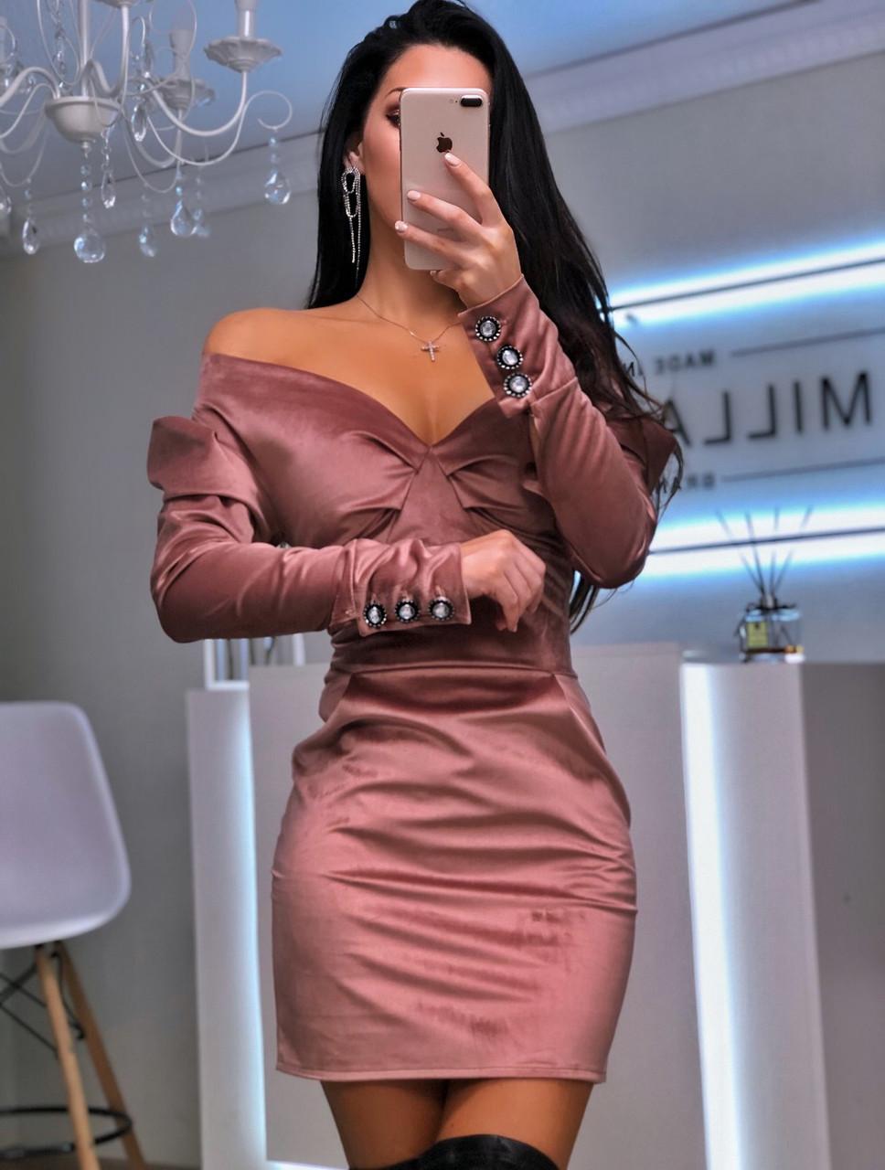 Бархатное платье с открытыми плечами и длинным рукавом фонариком 20plt509