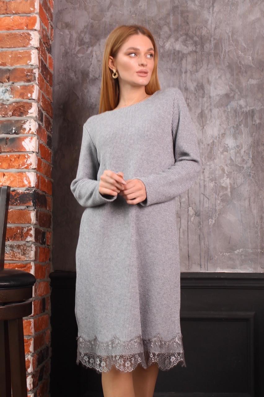 Свободное трикотажное платье с отделкой из кружева и длинным рукавом 63plt516