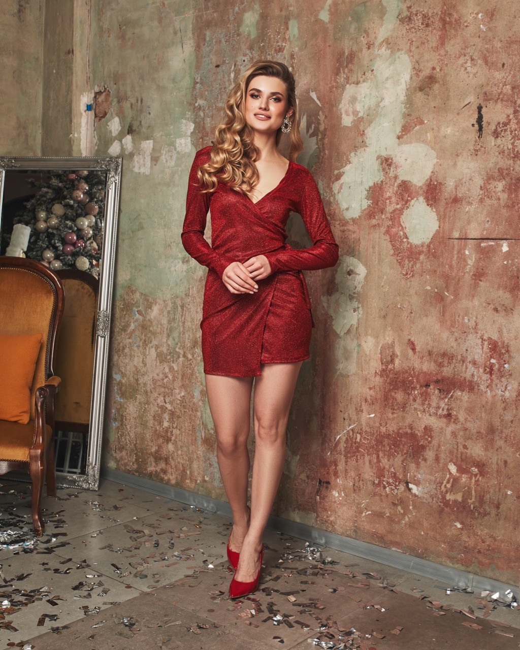 Блестящее платье с люрексом на запах с длинным рукавом 60plt524