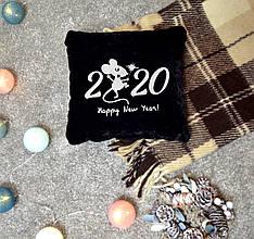 "Новогодняя подушка с вышивкой ""Happy New Year 2020"" 01"