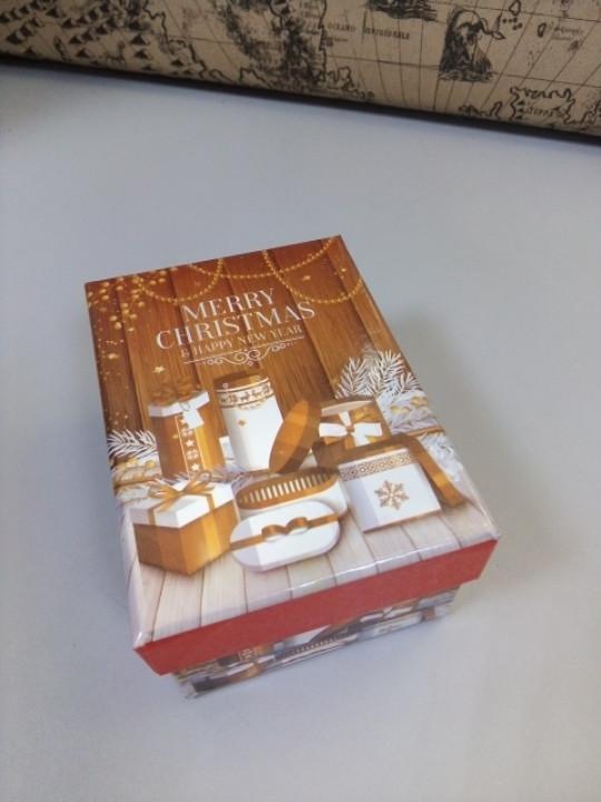 Коробочка подарочная с рисунком новогодние подарки 10.5 см