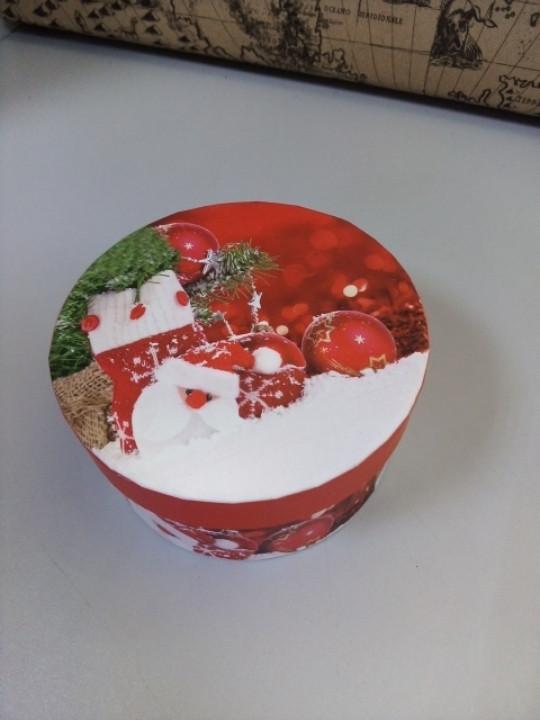 Коробочка подарочная с новогодним рисунком круглая 10.5 см