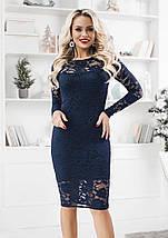 Кружевное платье на выход по фигуре средней длины темно-синее, фото 2