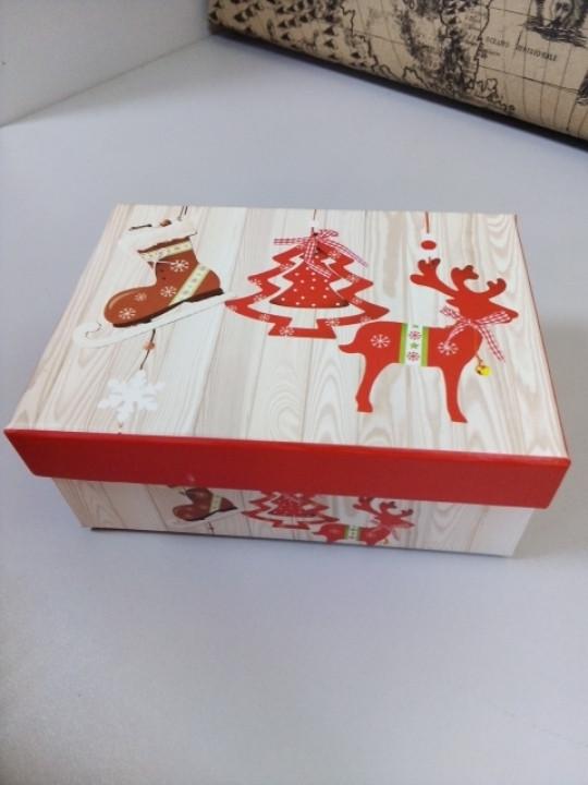 Подарочная коробка с новогодним рисунком елка олень 9 см