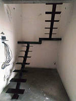 """Открытая лестница на центральной несущей  в картиру, дом, котедж. Лестниуа в стиле """"Лофт"""", фото 1"""