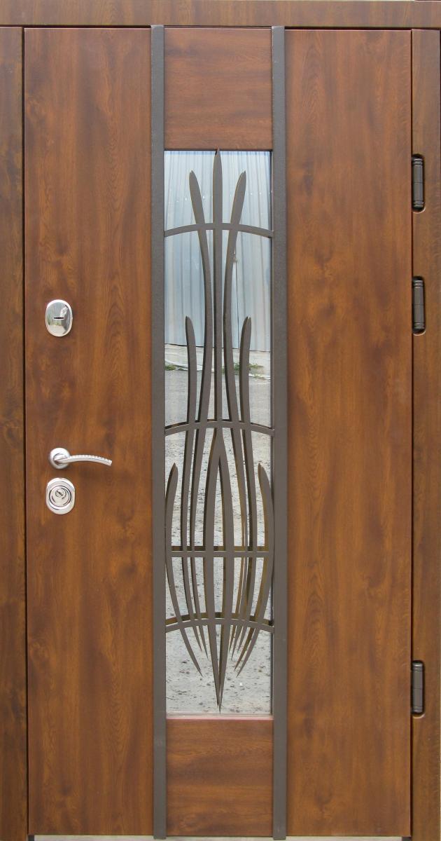 Металлические входные двери Редфорт Авеню. Наружные на улицу с ковкой и стеклом