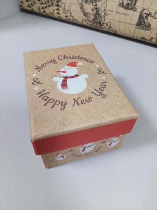 Коробочка подарочная новогодняя с рисунком снеговик 10.5 см