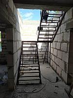 """Каркас """"П-Образной"""" лестницы, под обшивку, с разворотом180гр.,меж-этажной площадкой."""