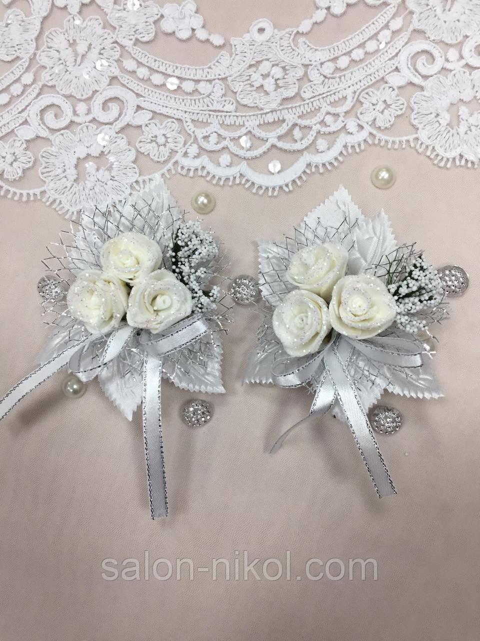 Свадебная бутоньерка для свидетелей 3 розочки белая