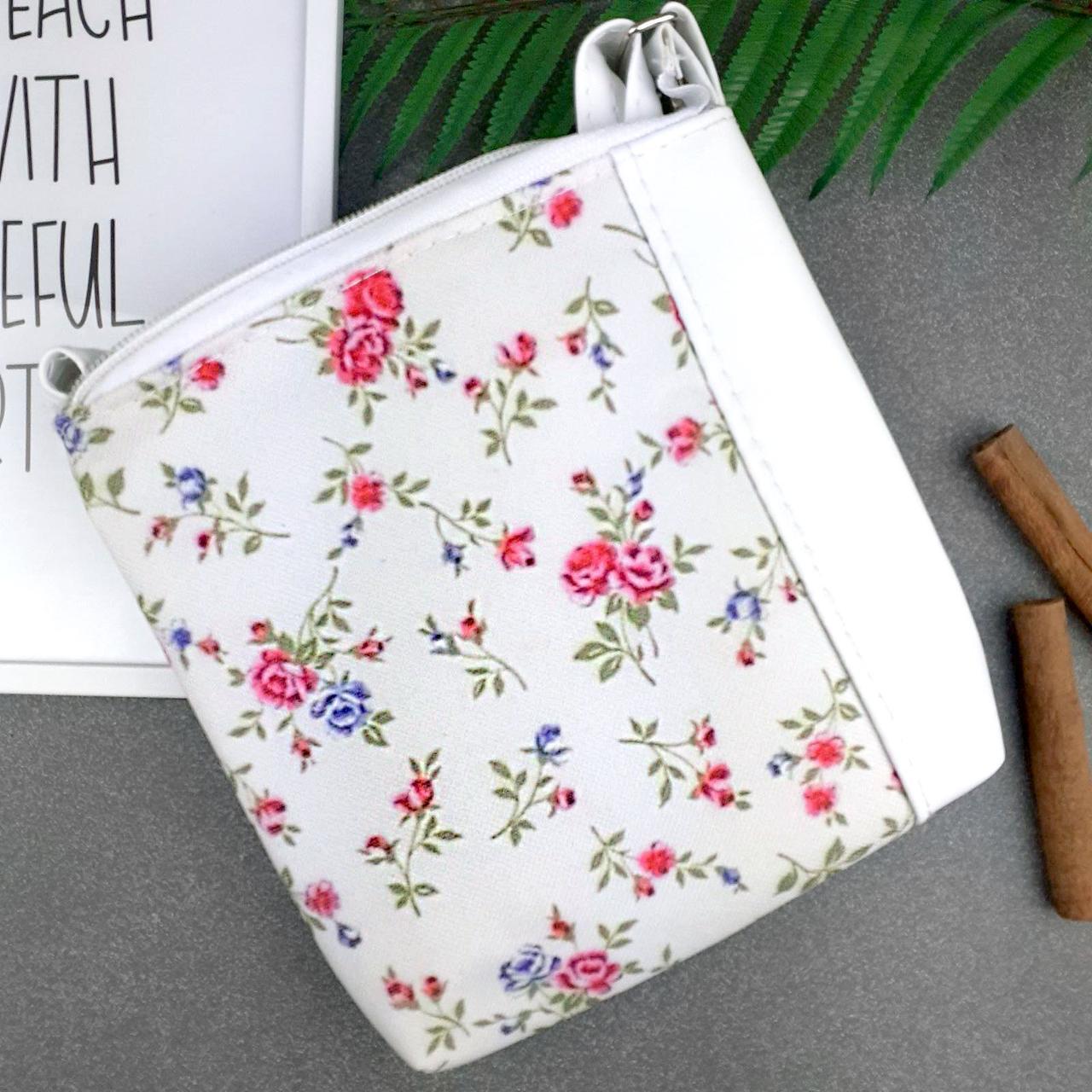 Белая девчачья сумка с цветочным орнаментом