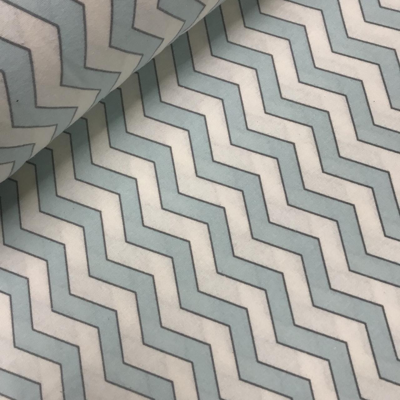 Фланелевая ткань зигзаг светло-бирюзовый на белом (шир. 2,4 м)