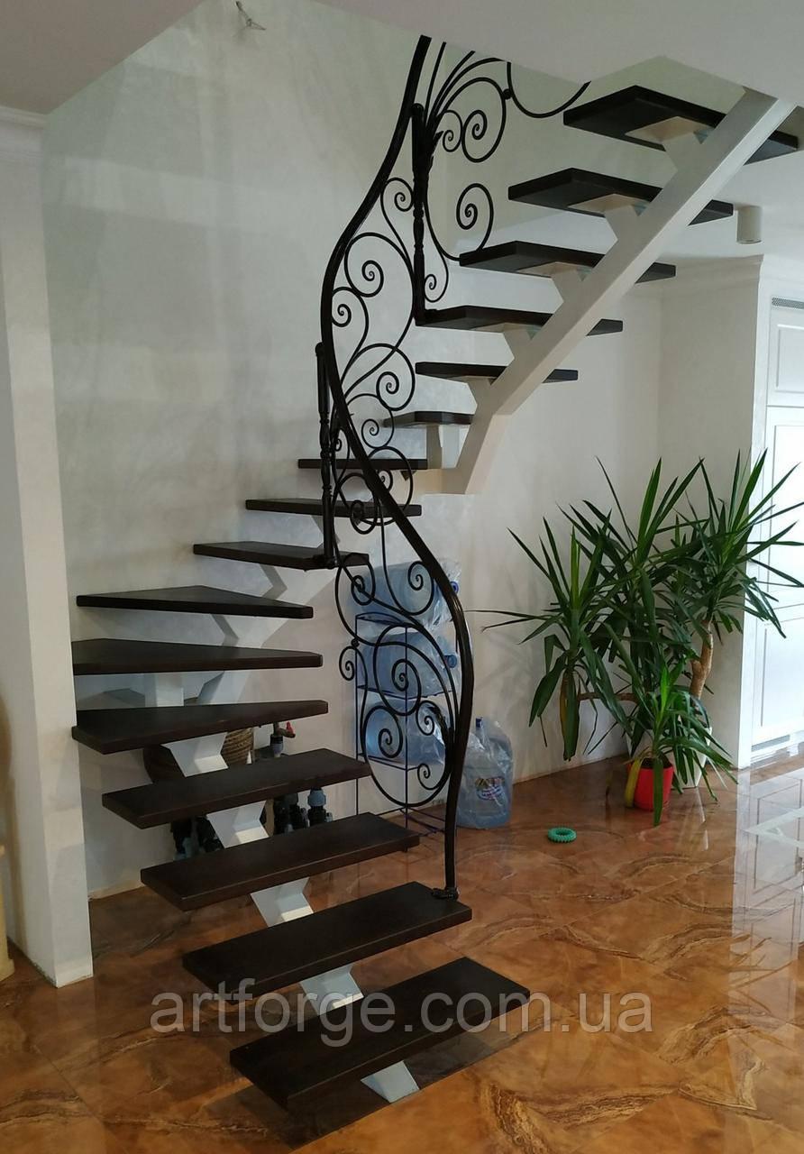 Легкі ковані перила для сходів. Класичні ковані перила з елементами модерну.