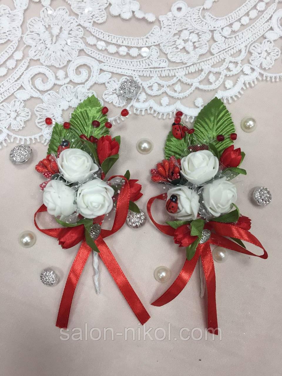 Свадебная бутоньерка для свидетелей 3 розочки красная
