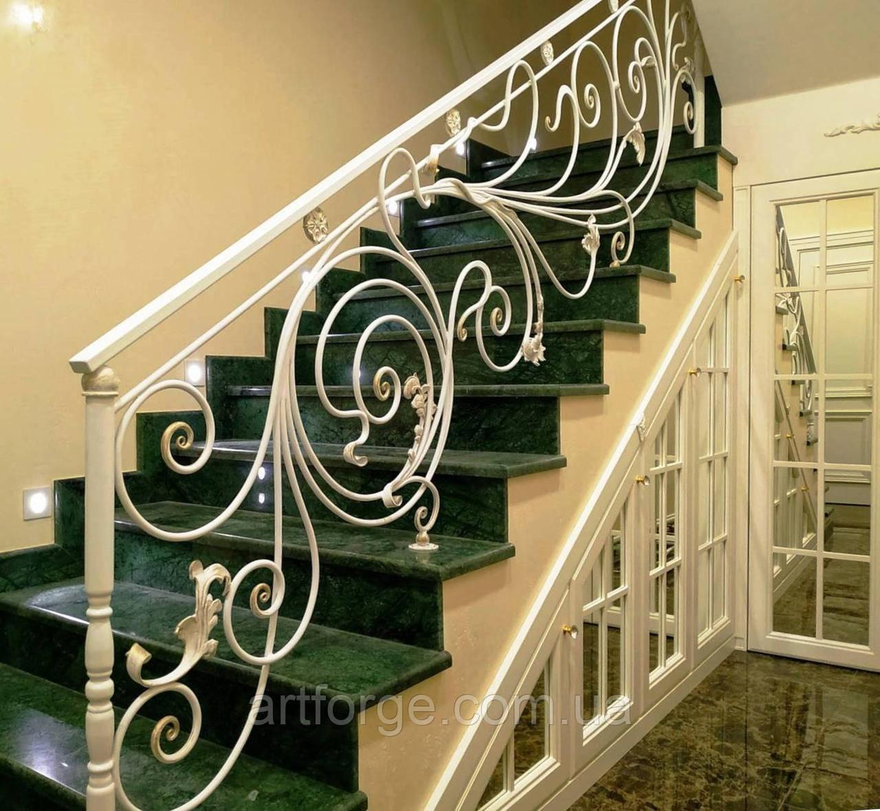 Легкие белые кованые перила для лестницы, балкона, террасы. Кованые перила в дом.
